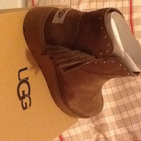 35edcb5c958 UGG WOMEN CINDY LEATHER ANKLE BOOTS NWT